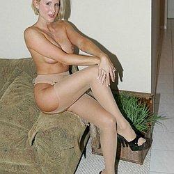 Nackt mit nylon frau Frauen nackt